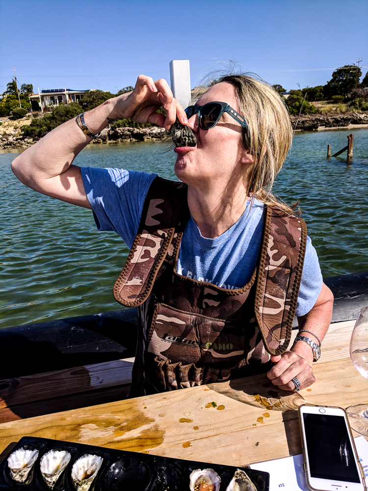 raw_oyster_eating