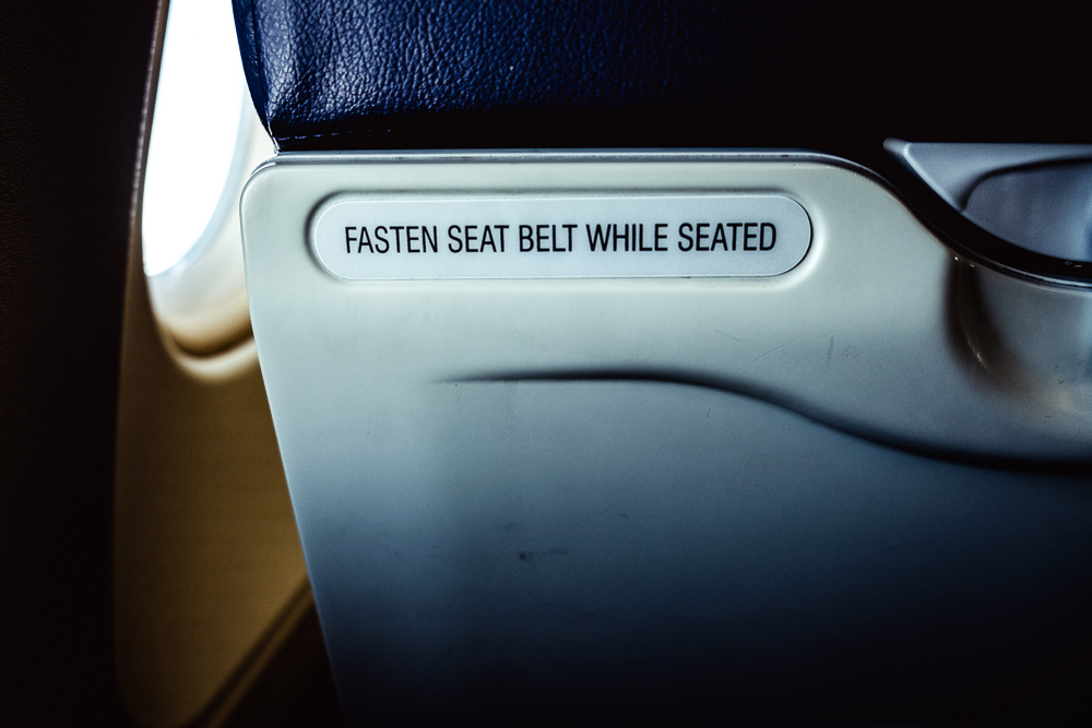 fasten_seatbelt_sign_Airplane