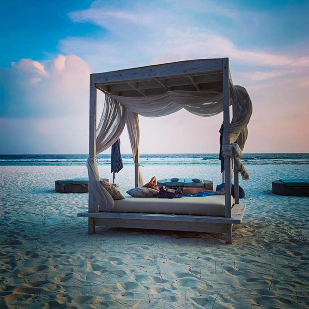 Relaxing_Beach_Canopy_Baa_Atoll