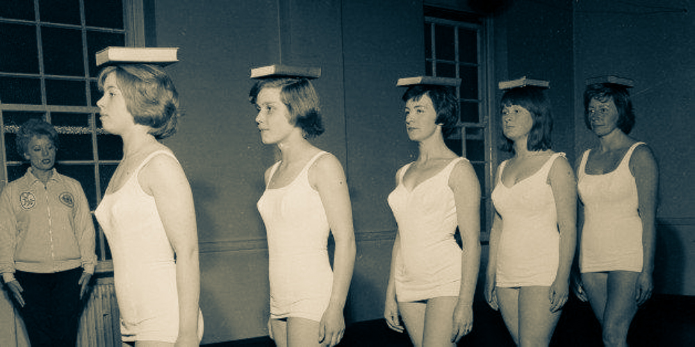 Vintage_Photo_Ladies_practicing_Posture_With_Books