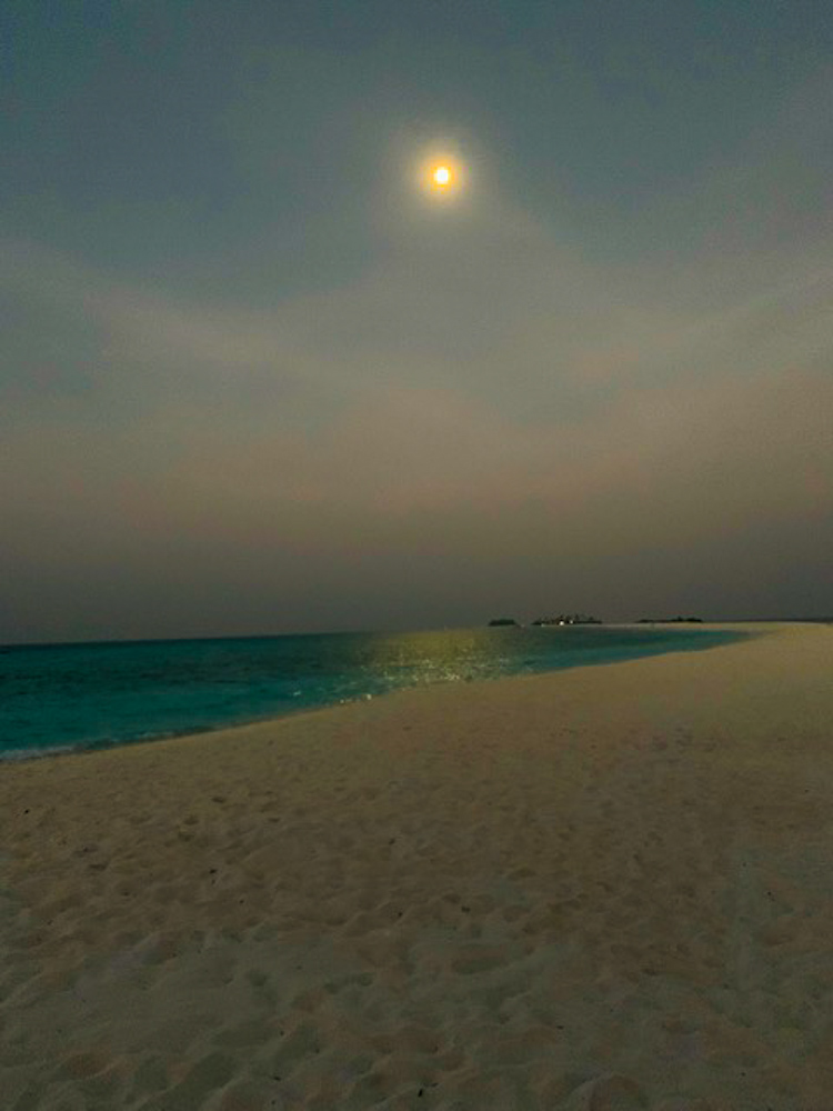 Sunset_Maldives_before_the_storm