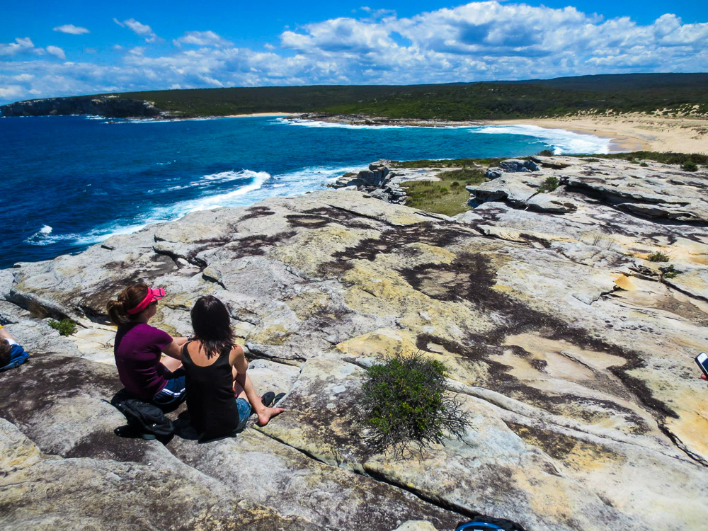 Views_over_rocky_cliff_to_beach