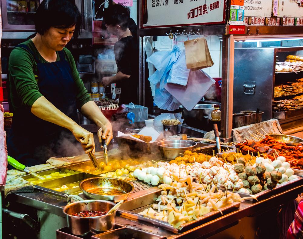 vendor-serving-street-food