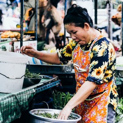 woman-cooking-street-food