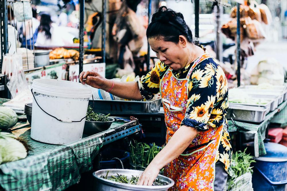 woman-cooking-street-food