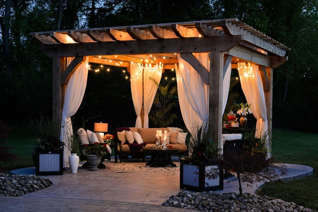 gazebo-with-gauze-and-bubble-lights